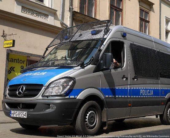 """Policja Mińsk Maz.: Potrącił pieszą na """"pasach"""" i odjechał – policjanci zatrzymali prawo jazdy"""