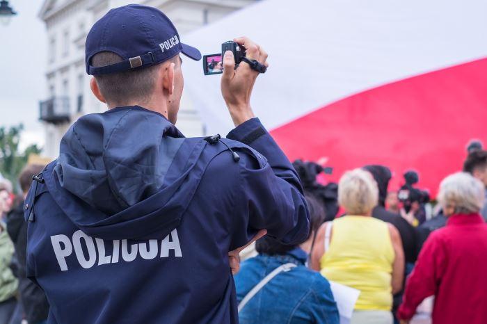 Policja Mińsk Maz.: Kradli alkohol przez kolejne dwa dni – zostali zatrzymani. Jeden z mężczyzn deportowany